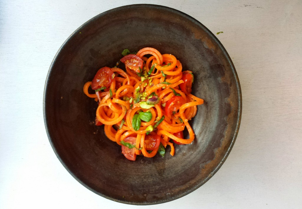 raw carrot noddle salad